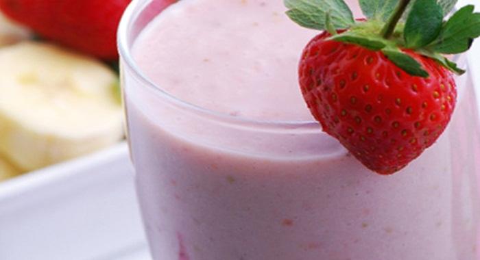 postre de yogurt y fresa