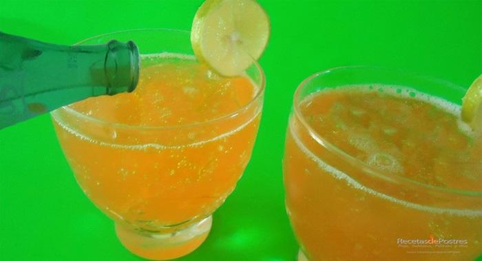 Gelatina de naranja con refresco de limon