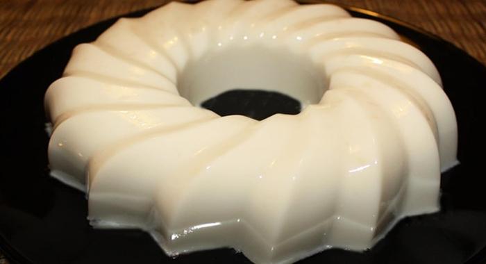 Gelatina con leche condensada